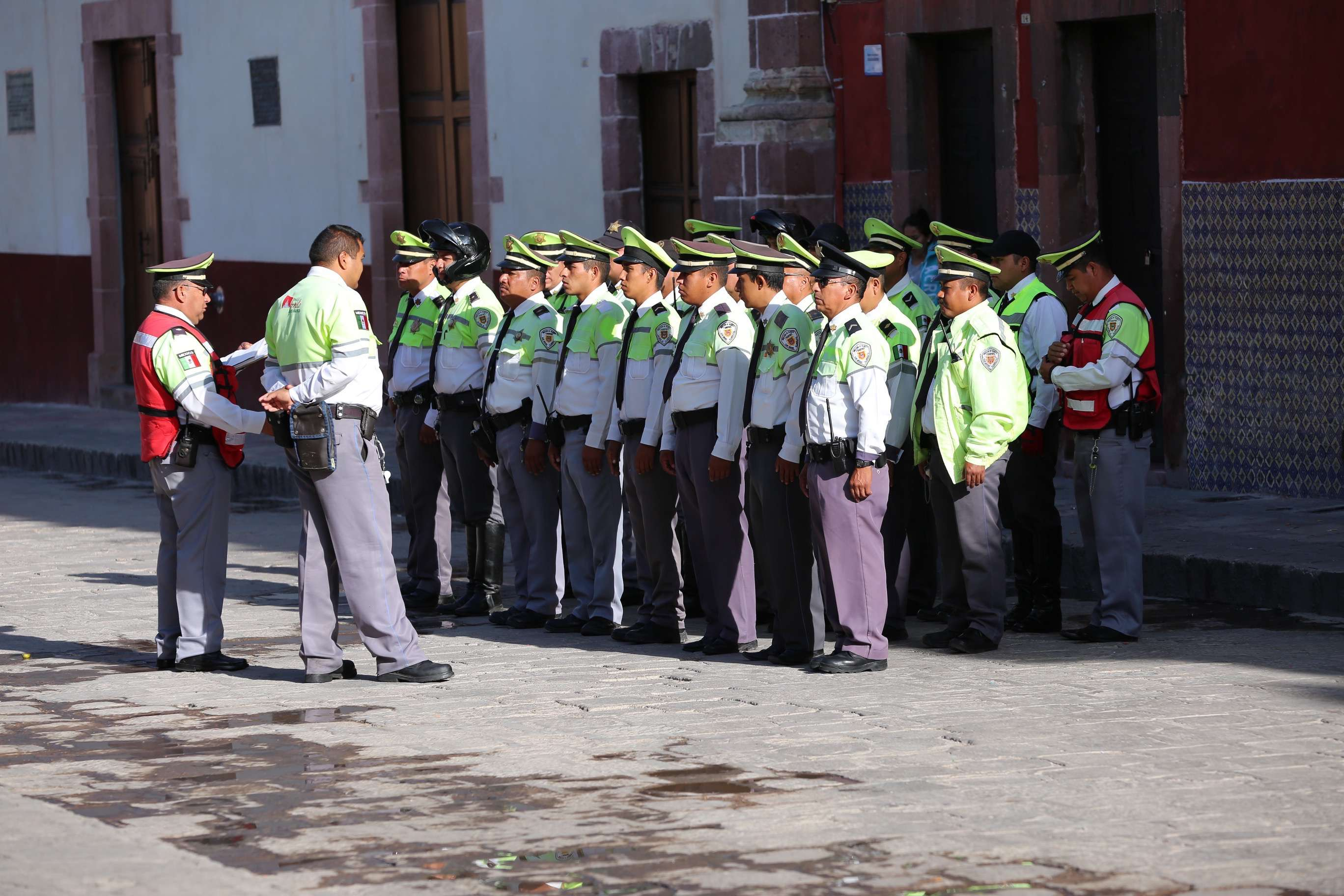 The morning shape-up for the traffic enforcement team is augmented by local and state police, making San Miguel de Allende very safe.