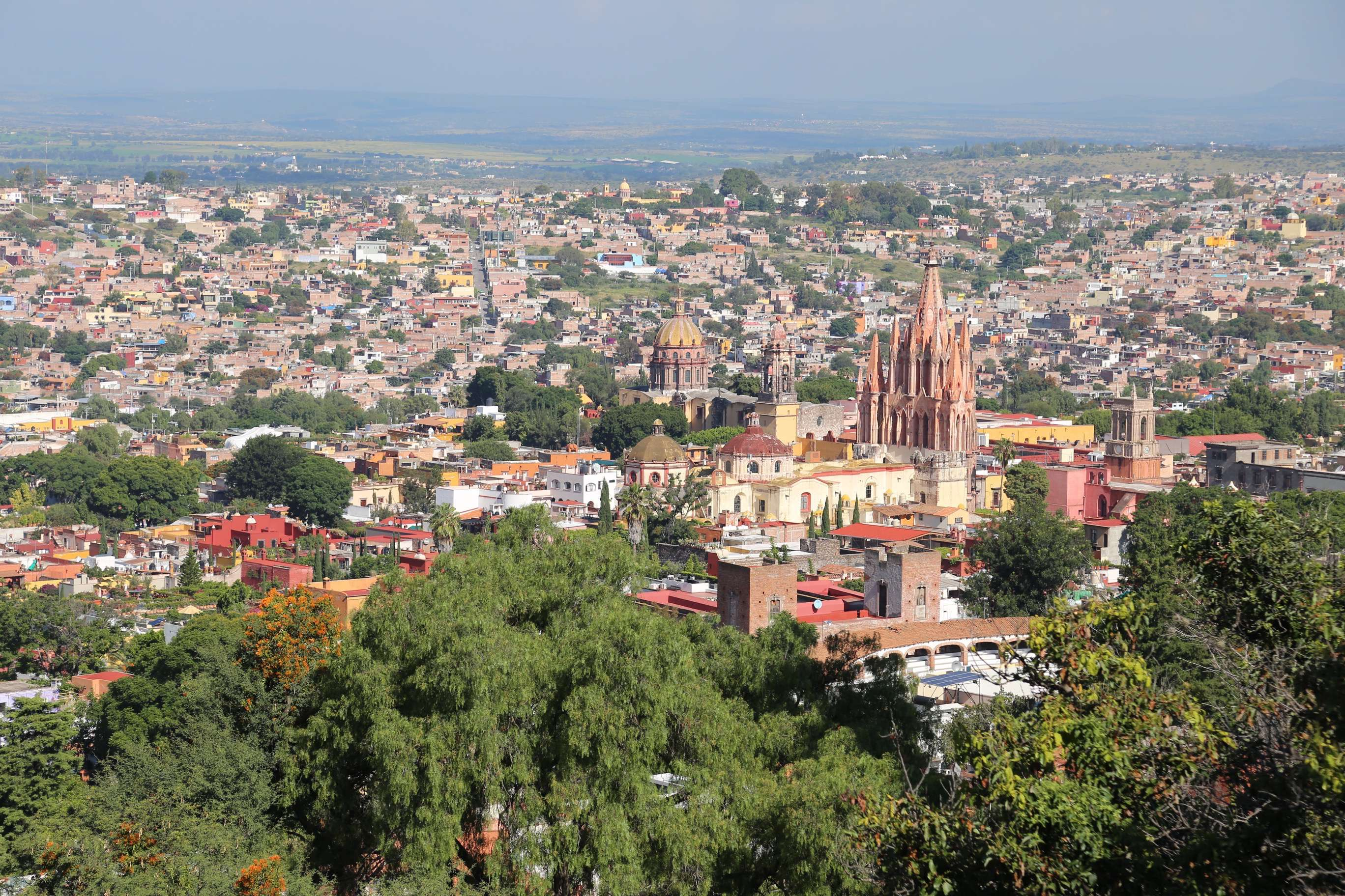 Salida Real a Queretaro offers a panoramic lookout of the city below.