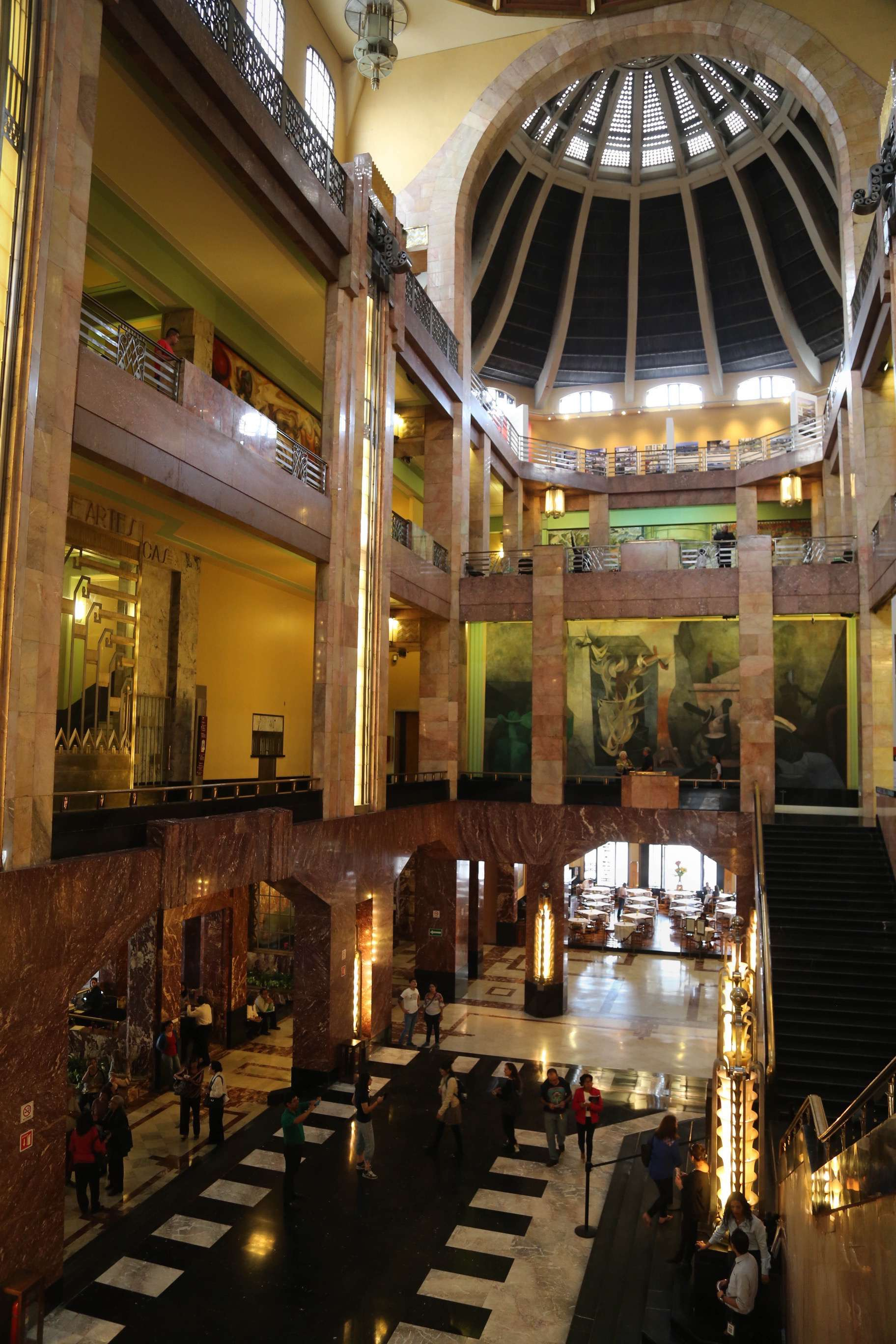 On the outside Bellas Artes is a blend of Newclassical and Art Nouveau, but the inside is all Art Deco, giving the venue an odd, but pleasing mix of styles.