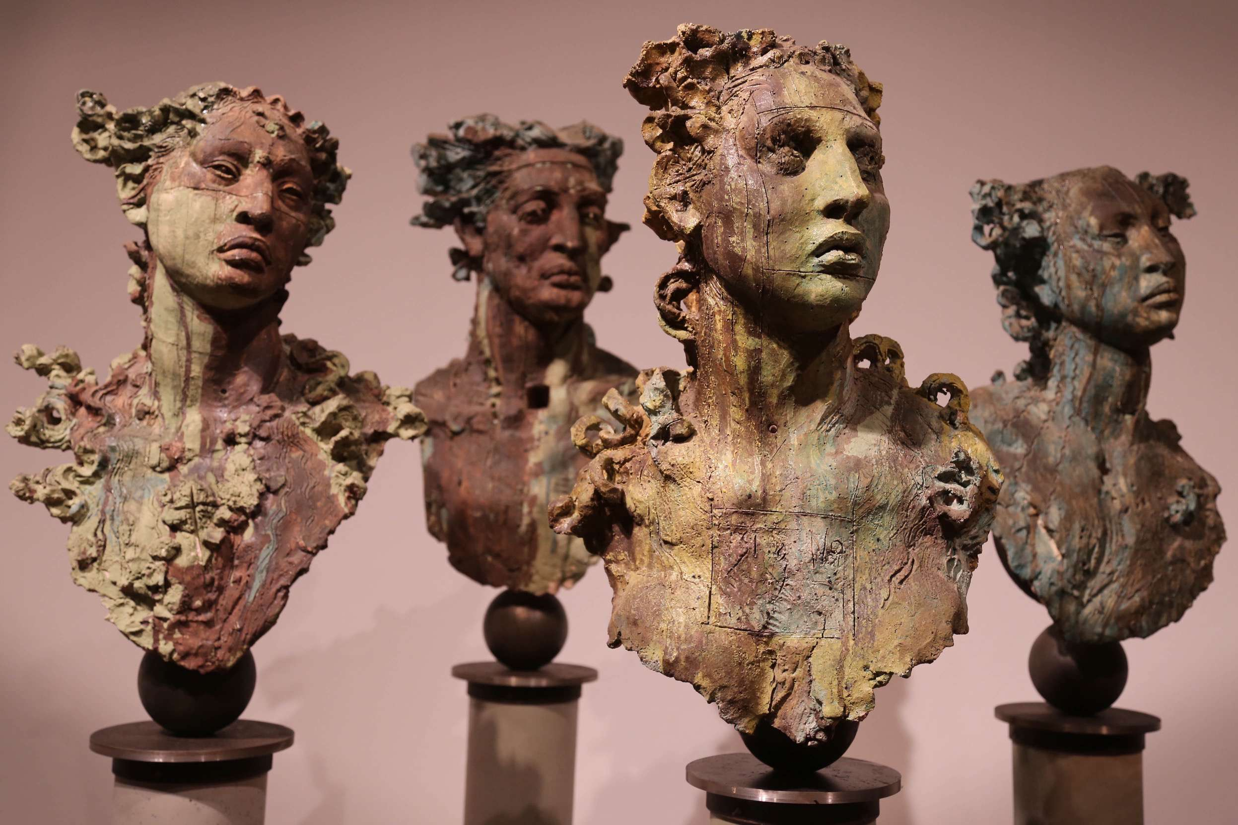 The genuineness of the figures and busts sculpted by Javier Marin change expression just by looking at them from a different angle.